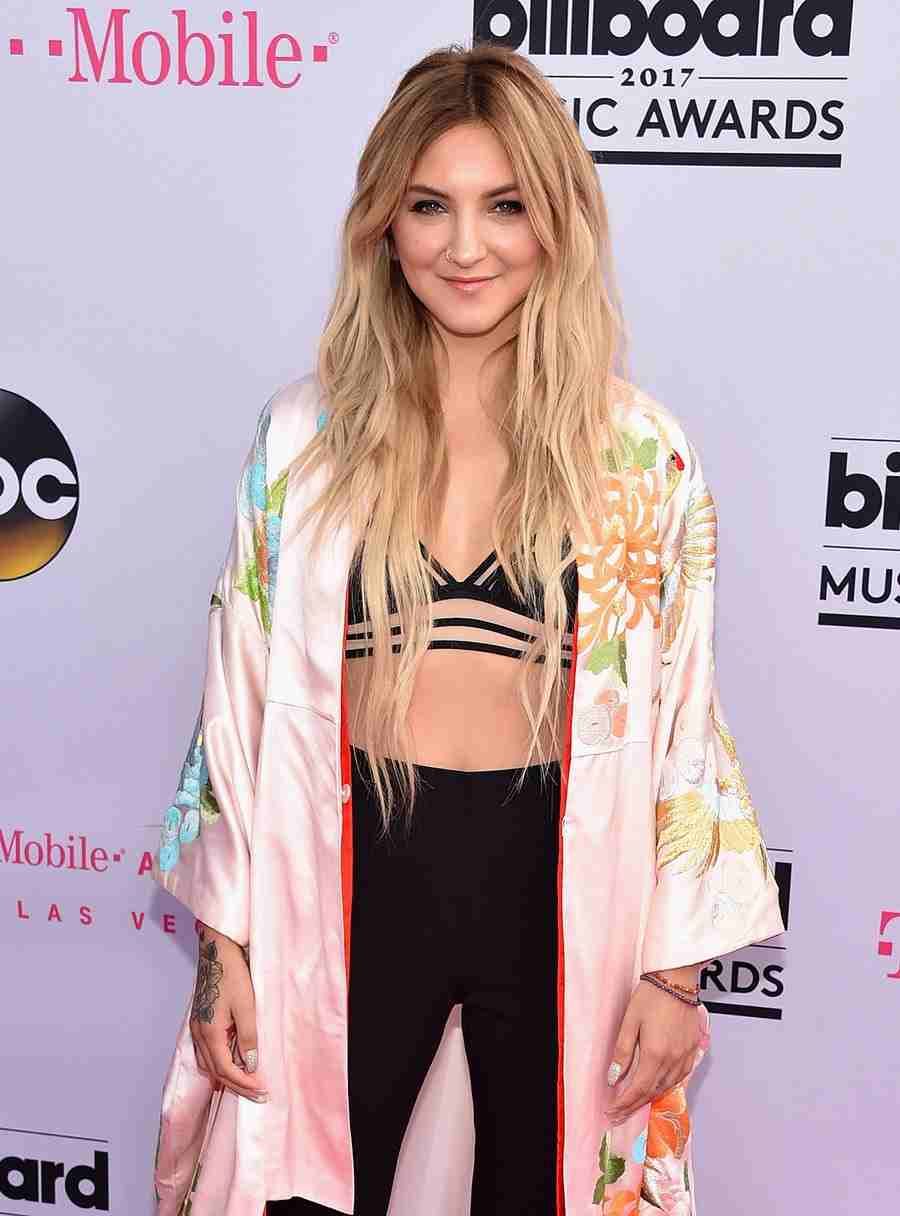 Julia Michaels In A Stunning 3-Piece Outfit