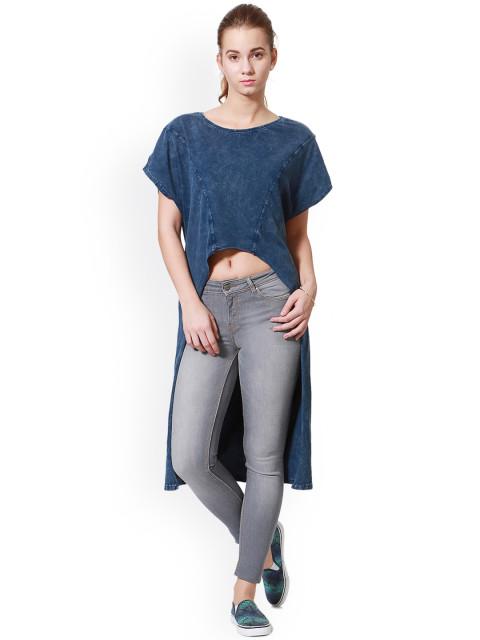 LIVA-Fluid-Fashion-Wear-People