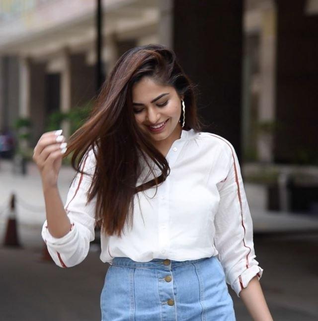 LIVA-White-Shirt-15-Ways-To-Wear-Flaunt-Mehak Ghai