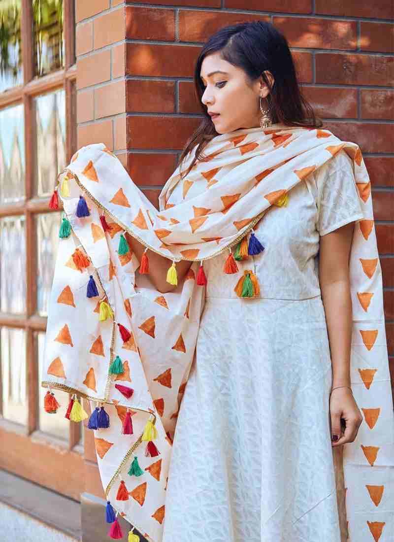 LIVA-Kurti-Fashion-Trends-Pair-With-Heavy-Dupattas